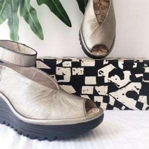 FLY LONDON YALA PEWTER LEATHER WEDGE SANDAL 37